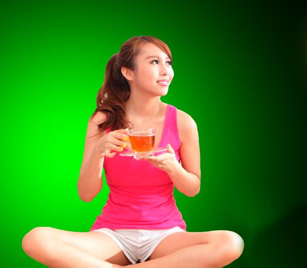 Uống trà Thái Nguyên hàng ngày giúp bạn giảm cân nhanh, an toàn.
